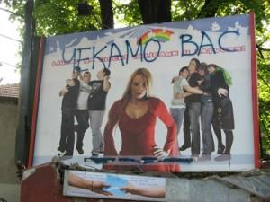 Tags homophobes sur une affiche de l'ONG gay Queeria