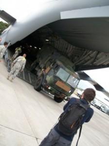 L'arrivée des forces américaines à l'aéroport. Photo : L.Minano/Youpress