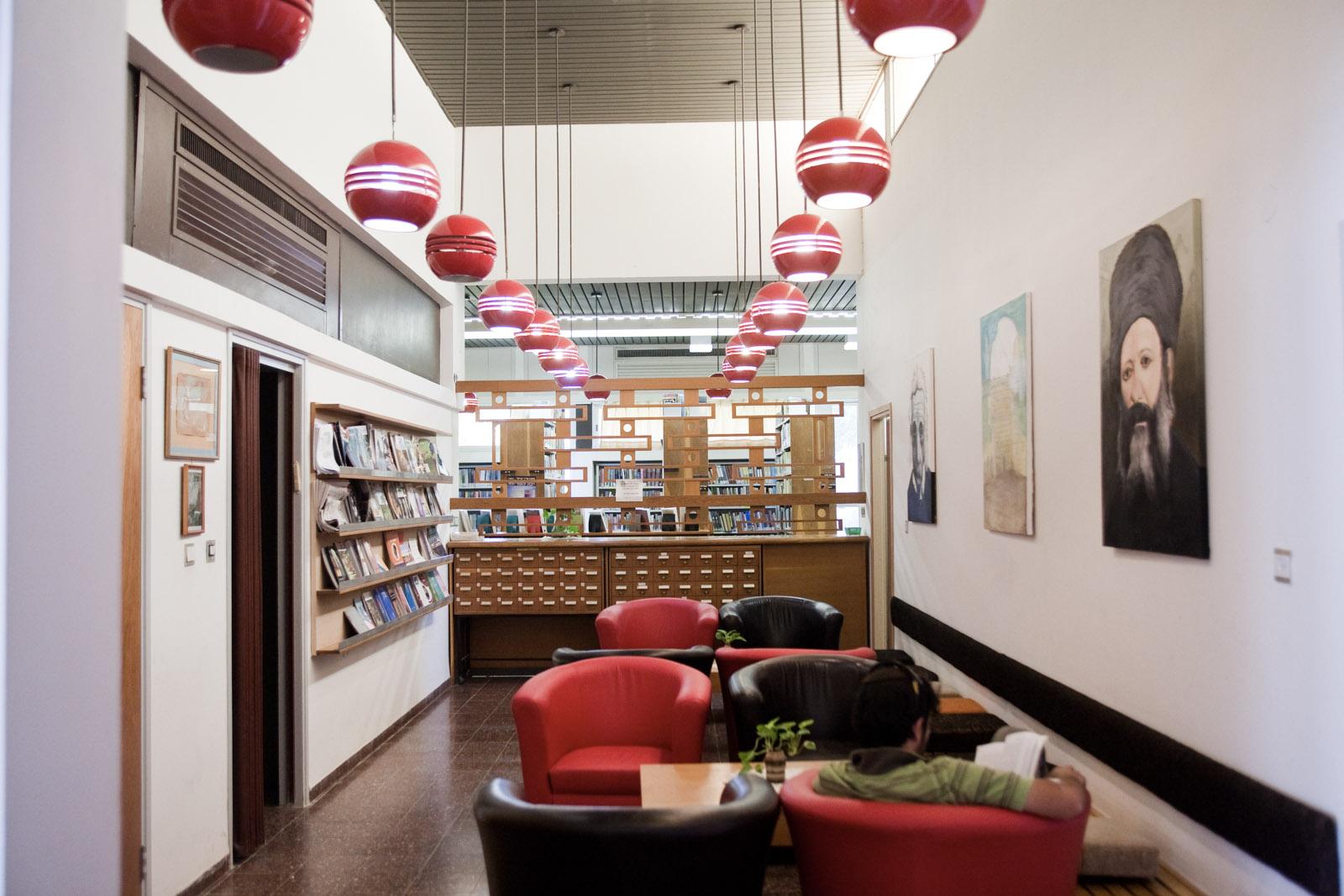 La bibliothèque du kibbutz Sde Eliyahu.