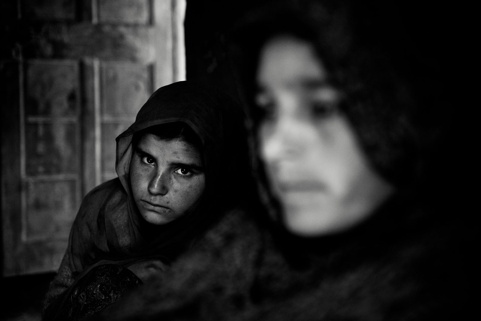 A girl and her mother in Shaladrjan Nowshera, north Kashmir
