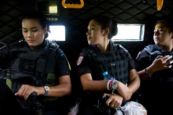 Femmes rangers dans un véhicule blindé. © Moland Fengkov/Haytham Pictures