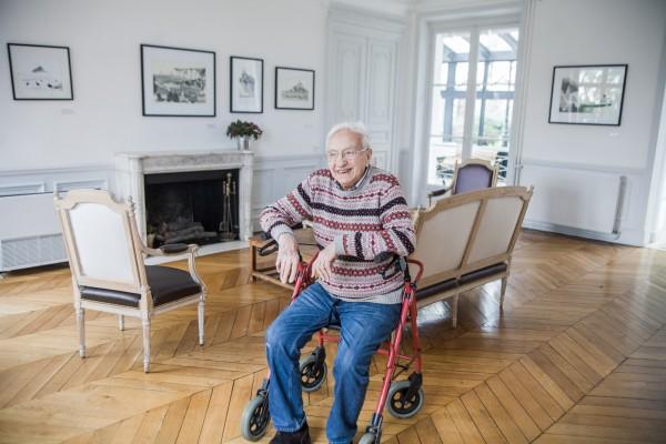 Philippe Garouste de Clauzade, 92 ans, dans un des salons de la MNA. ©Juliette Robert/Youpress