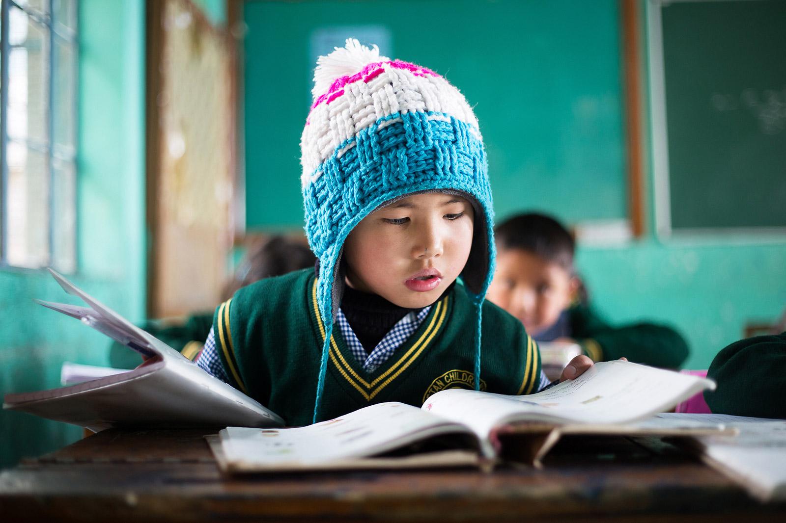Les enfants apprennent en priorité le tibétain, mais l'hindi e