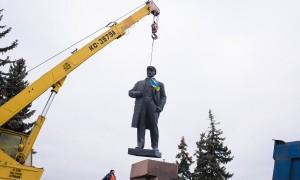 Déboulonnage de la statue de Lénine © Pete Kiehart