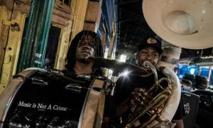 La grosse caisse et le tuba du brass band Young Fellaz. © Juliette Robert/Youpress/Haytham