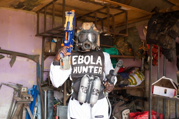 Costume pour le prochain film des studios, Ebola © Eugénie Baccot/Divergence