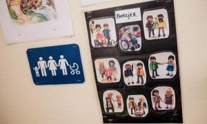 Différentes familles représentées par des playmobils, à l'école Nicolaigarden, Stockholm © Juliette Robert/Youpress/Haytham
