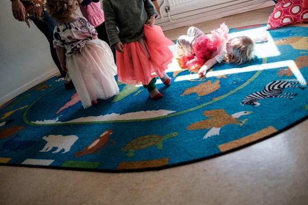 Des tout petits dansent en tutu coloré. © Juliette Robert/Youpress/Haytham