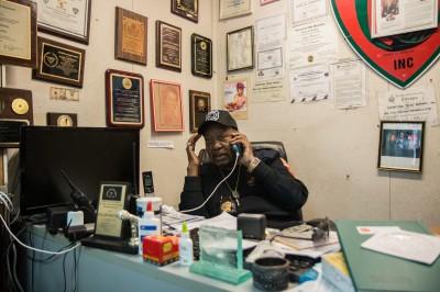 Le « commandant », Rocky Robinson à son bureau © David Breger