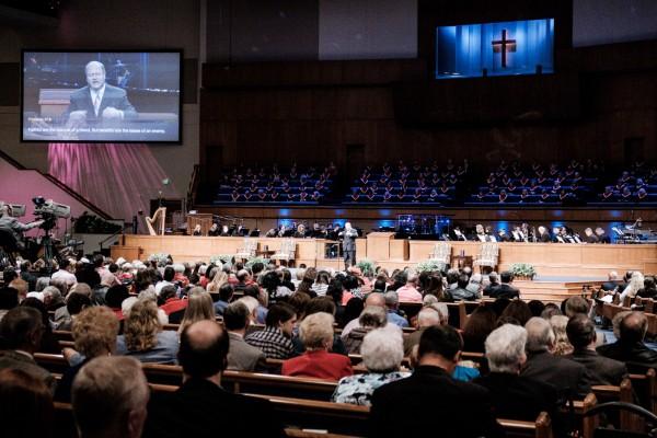 Pendant l'office du dimanche matin, dans l'immense sanctuaire de la First Baptist Church, a Jacksonville, Floride  © Juliette Robert/Youpress/Haytham