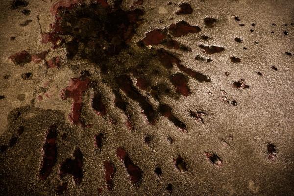 """Une des """"roses de Sarajevo"""", provoquees par des explosions d'obus, pendant le siege de Sarajevo. Les traces de l'explosion ont été remplies de resine rouge, sur les lieux ou les obus ont provoque une ou plusieurs morts. © Juliette Robert/Youpress/Haytham"""