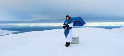 Leif Magne Helgesen a son église dans la petite ville norvégienne de Longyearbyen mais donne des messes «à ciel ouvert», plusieurs fois par an. Comme ici, le 5 mars 2017, à l'occasion de la première aube après la saison de nuit polaire.  © Axelle de Russé