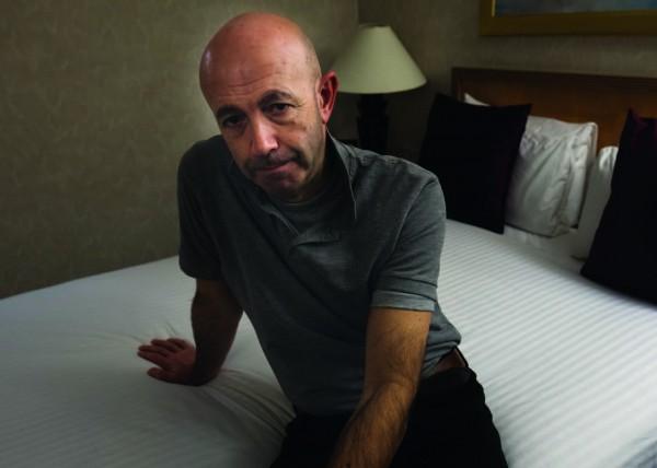 Antonio Roncolato, rescapé de l'incendie vie dans une chambre d'hôtel depuis 5 mois. ©Alban Grosdidier