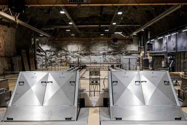 Les premiers filtres, lors du processus de recyclage des eaux usées provenant des égouts de Stockholm, au de traitement d'Henriksdal. © Juliette Robert/Haytham