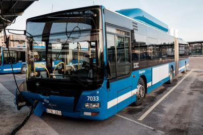 Chargement en biogaz d'un bus, au depot de bus Keolis de Frihamnen a Stockholm © Juliette Robert/Haytham