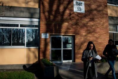 Comme unité mobile, la psychologue Fatima Le Griguer et sa stagiaire Perinne quittent l'USAP pour se rendre dans l'Hopital. Hopital Robert Ballanger, Aulnay-sous-Bois, janvier 2020.